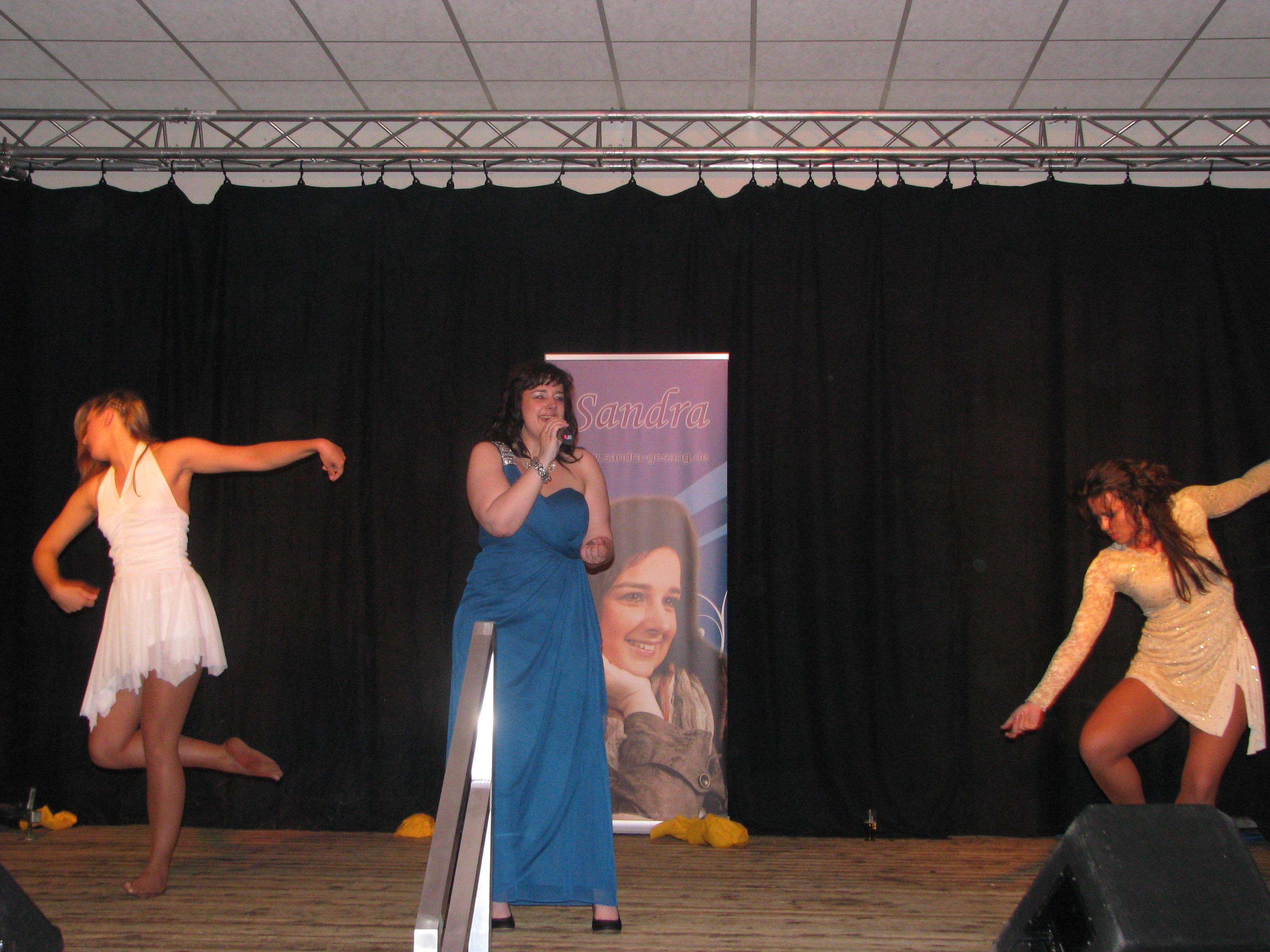 Die CD-Präsentation in 2013 war echt schön mit ein buntes Programm. Sandra trat sogar mit einer Tanzgruppe auf! Bild: Gilbert Dauven