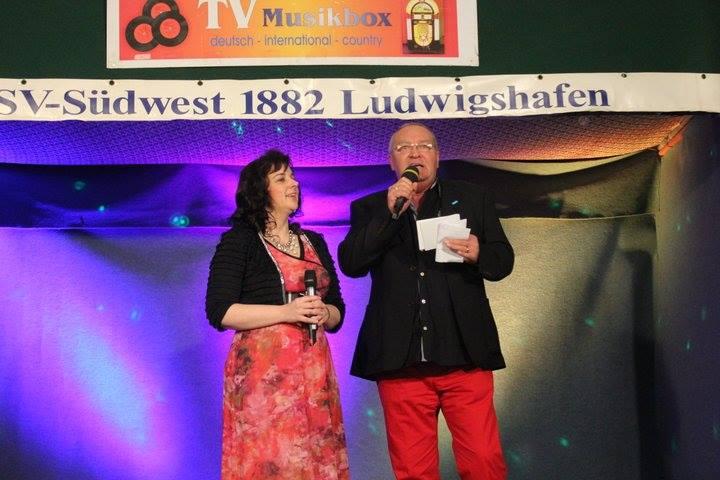 Der Moderator und Xandra. Bild: Gerda Reiff.
